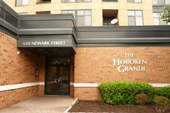 NEW REO LISTING – BEAUTIFUL 2BED/2BTH CONDO IN HEART OF HOBOKEN, NJ – $689,900
