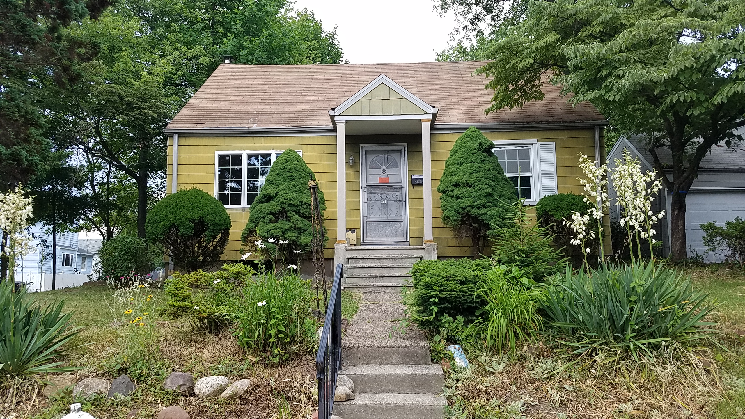 UNDER CONTRACT – 41 PLEASANT AVE BERGENFIELD, NJ 07621 $240,00